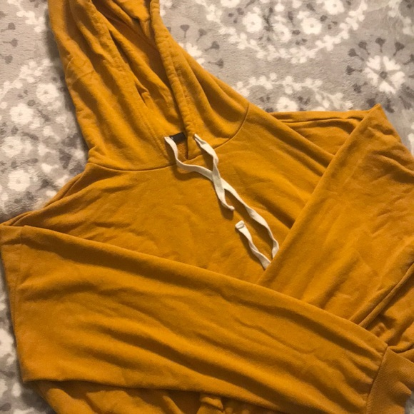 Forever 21 Tops - Cropped hoodie